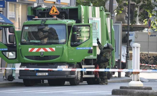 French Police Arrest Two Garbagemen Planning A Smelly Macron Protest