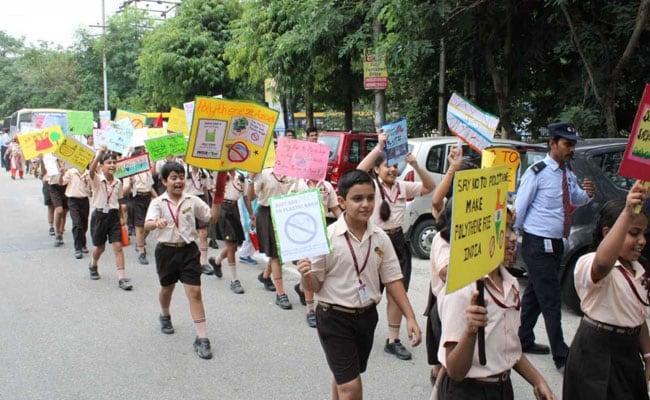 स्वतंत्रता दिवस पर छात्रों ने ली पॉलीथीन से 'आजादी' की शपथ