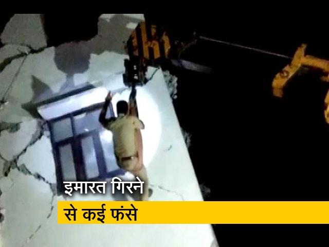 Videos : ग्रेटर नोएडा में दो इमारतें गिरीं, कई लोगों के फंसे होने की आशंका