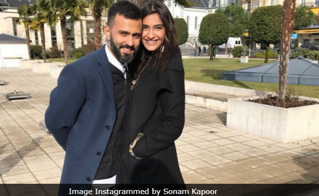 Sonam Kapoor's Not-So-Surprise Visitor During Night Shoot Of The Zoya Factor