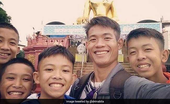 थाईलैंड की गुफा में कोच ने खुद की जिंदगी दांव पर लगाकर ऐसे बचाई बच्चों की जान, फुटबॉल सिखाने से पहले था साधु