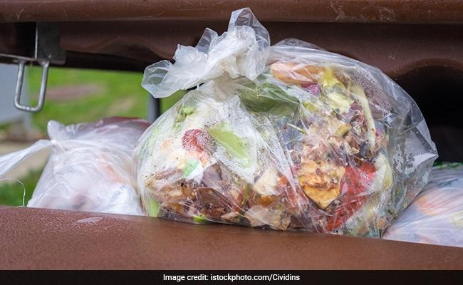इस शहर में कचरे से पैसे कमा रही हैं औरतें, कर रही हैं कुछ ऐसा