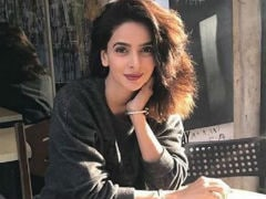 Pakistani Actress Saba Qamar's Colleagues Defend Her After She's Trolled For Smoking In Pic