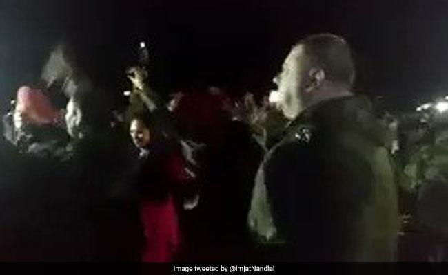 भारत और पाकिस्तान की आर्मी ने एक साथ किया बॉलीवुड गाने पर डांस, वायरल हुआ VIDEO