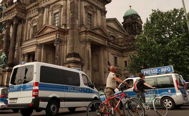 Police Shoot At 'Rampaging' Man At Berlin Cathedral