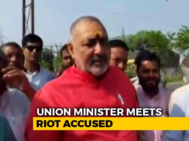 Video : Minister Giriraj Singh Visits Riot-Accused Right-Wing Leaders In Jail