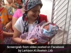 बेटी होने के बाद घर आई मां तो ऐसा हुआ स्वागत, देखें Viral Video