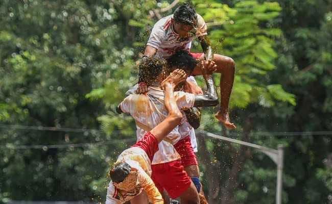 मुंबई : जन्माष्टमी पर दही हांडी उत्सव में एक व्यक्ति की मौत, 150 घायल