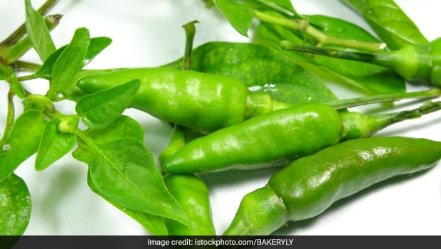 Ever Wondered Why Dhabas Soak Green Chillies In Vinegar-Water Solution? Here's Why