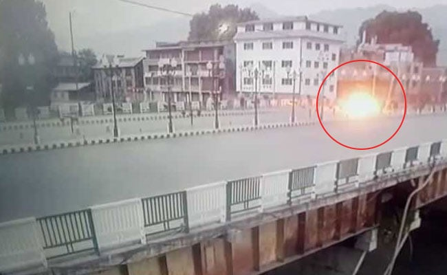 Kashmir Grenade Attack Caught On Camera. Two Cops Among 16 Injured