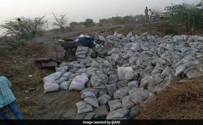 गुजरात: भावनगर-अहमदाबाद हाईवे पर ट्रक पलटने से 19 की मौत, 7 घायल