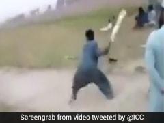रहस्यमयी तरीके से बोल्ड हुआ बल्लेबाज, गली क्रिकेट को देख ICC भी हुआ हैरान