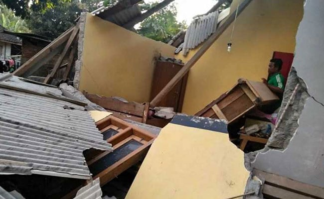 Quake  kills 10 in Lombok, Indonesia