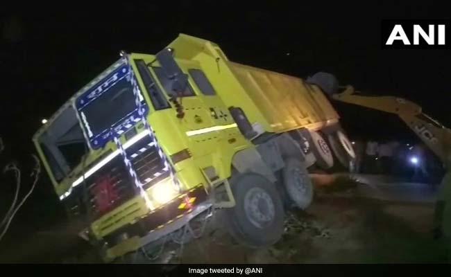 यूपी: तेज रफ्तार ट्रक और ट्रैक्टर में जोरदार टक्कर, 7 की मौत