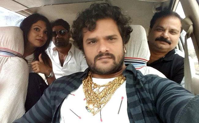 Khesari Lal Yadav ने दिखाई सोने की चमक और 40 गाड़ियों का टशन, भोजपुरी स्टार यूं प्रमोट कर रहे अपनी फिल्म