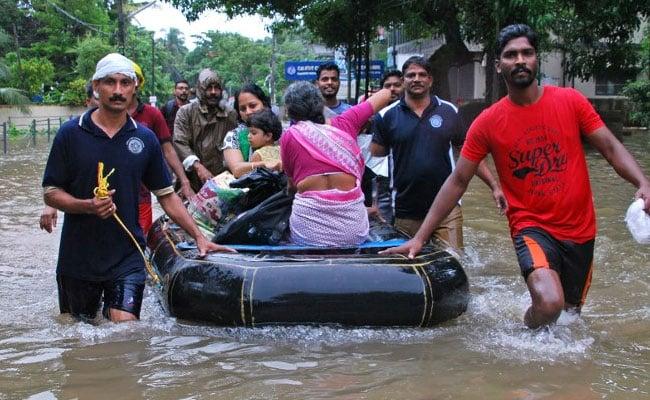 केरल में 'मौत' की बाढ़ : बाढ़ से तबाह केरल के लिए पीएम मोदी ने 500 करोड़ रुपये की आर्थिक मदद की घोषणा की