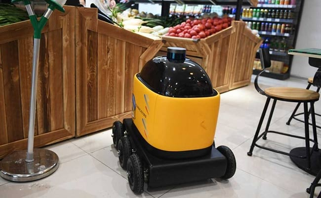 In China, Yellow Robot Becomes The New Delivery Boy
