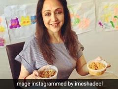 Hema Malini ने बनाया खाना तो बेटी Esha ने धोए बरतन, देखें फोटो