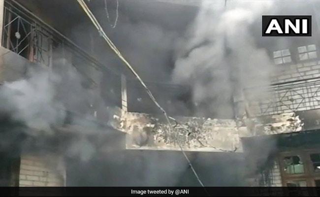 हिमाचल प्रदेश : मंडी में एक घर में लगी आग से 5 की मौत, मौके पर दमकल की तीन गाड़ियां मौजूद