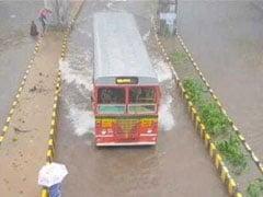 बारिश ने रोकी मुंबई की रफ्तार, अगले 48 घंटों में भारी बारिश का अलर्ट जारी