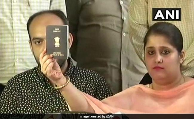 हिंदू-मुस्लिम जोड़े को सुषमा स्वराज के दखल के बाद मिला पासपोर्ट