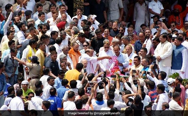 योगी सरकार का फैसला, अब हर जिले में प्रवाहित की जाएंगी अटल बिहारी वाजपेयी की अस्थियां