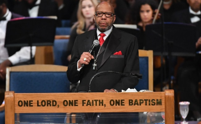 Aretha Franklin's Family Blasts Pastor's 'Offensive And Disrespectful' Eulogy