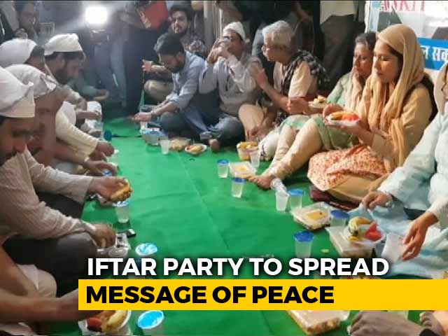 Video : Father Of Delhi Man Killed By Muslim Girlfriend's Family Hosts <i>Iftaar</i>