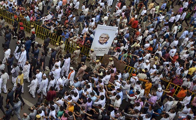 For Final Glimpse Of Ex-PM Vajpayee, People Skipped Work, Climbed Trees