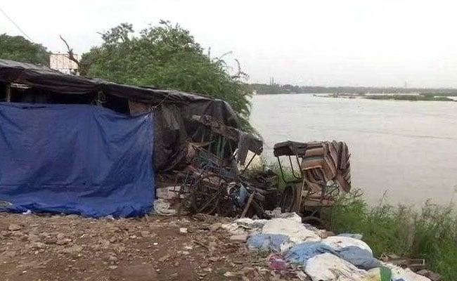 हथिनीकुंड बैराज से लगातार पानी छोड़ने की वजह से यमुना उफान पर, दिल्ली पर मंडराया बाढ़ का खतरा