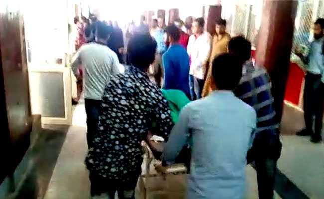 ஜம்மூ - காஷ்மீரில் தீவிரவாதிகள் தாக்குதல்: 4 போலீஸ் பலி!