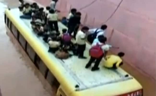 राजस्थानः बस डूबने लगी फिर भी बच गए सारे बच्चे, जानिए कैसे हुआ यह 'चमत्कार'