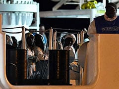 Italian Coastguard Ship Brings Over 500 Migrants To Sicily