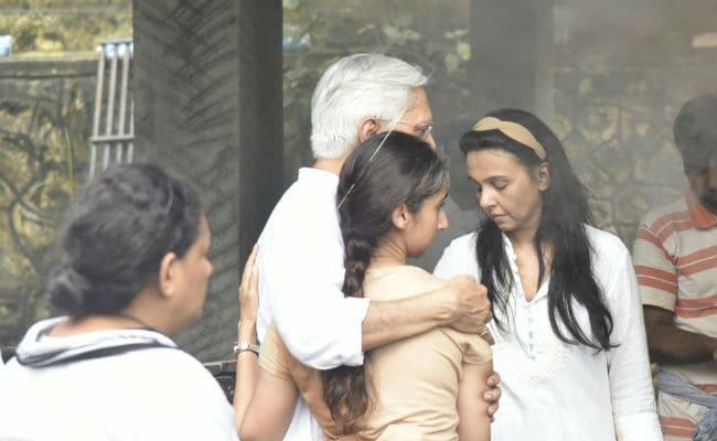 At Sujata Kumar's Funeral, Daughter Kritika And Sister Suchitra Krishnamoorthi Perform Final Rites