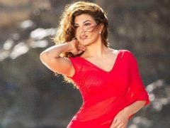 <i>Race 3</i>: Salman Khan 'Chweetly' Posted Pic Of Jacqueline Fernandez In A Red <i>Sari</i> And It's Viral