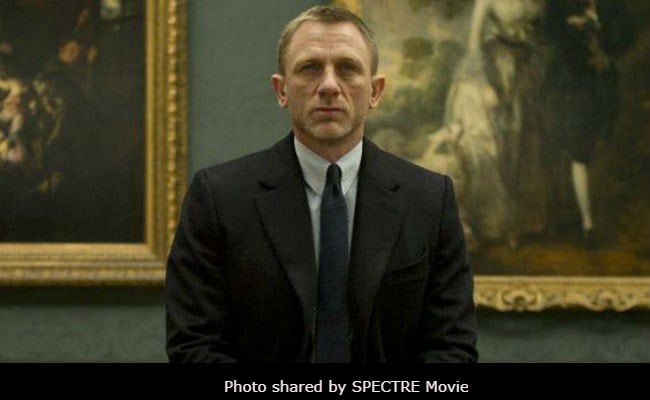 Daniel Craig to star in James Bond film again; Twitterati excited