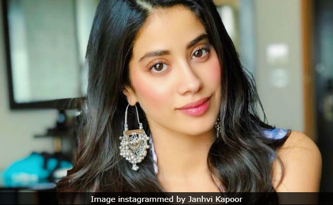 Janhvi Kapoor's Pic Goes Viral, 'Sridevi Lives Through You' The Internet Tells Her