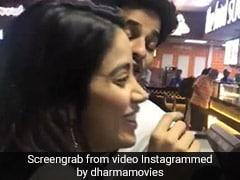 जाह्नवी कपूर ने कुछ ऐसे ऑर्डर किया पिज्जा, ईशान ने जमकर उड़ाया मजाक... देखें Video