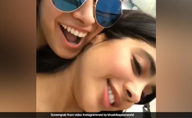 जाह्नवी कपूर का Video Viral, इनसे बोलीं- मुझे Kissy चाहिए...