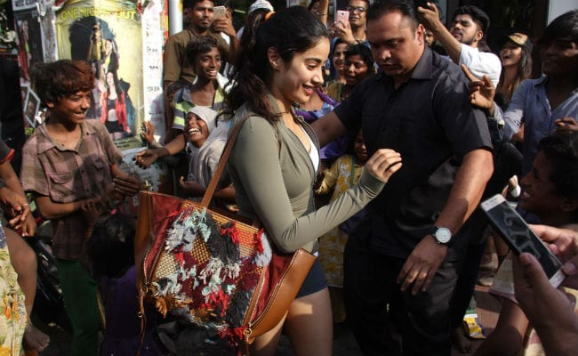 Janhvi Kapoor, Mobbed By Fans, Walks Away With A Smile. See Video