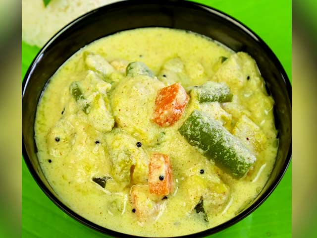 Video : How To Make Avial Curry At Home