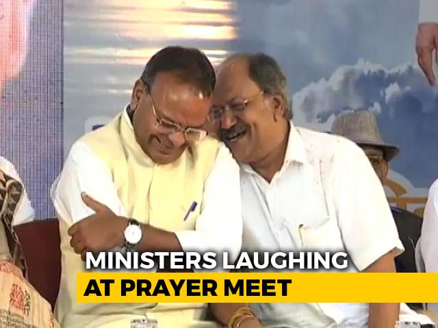 Video : Caught On Camera: Chhattisgarh Ministers Laughing At Vajpayee Prayer Meet
