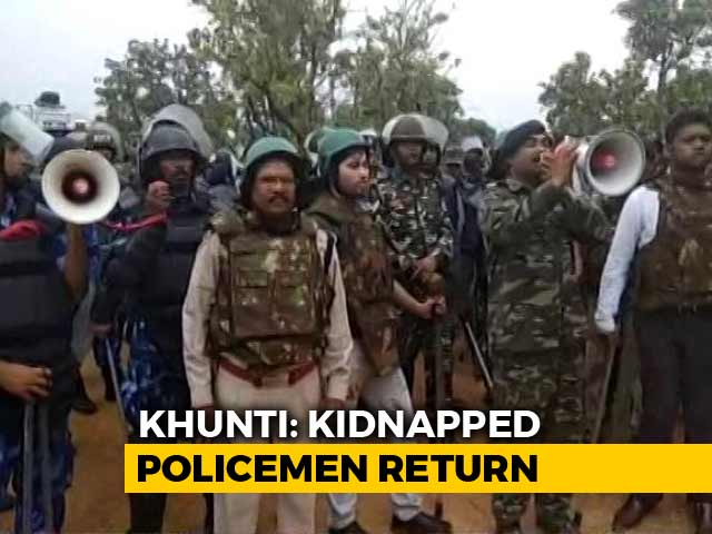Video : Jharkhand Cops Kidnapped After Police Raids Over Activists' Rape Set Free