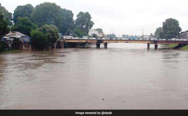 Amid Heavy Rains, Jhelum Water Breaches Flood Alarm Level In Kashmir