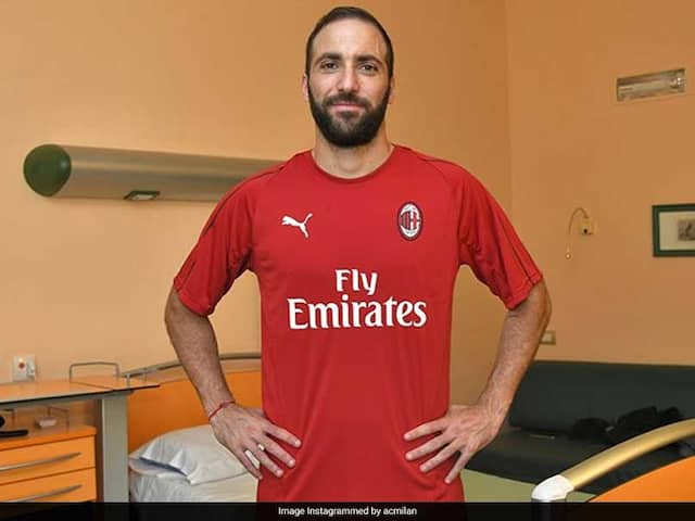 Gonzalo Higuain Arrives At AC Milan, Leonardo Bonucci Completes His Medical At Juventus