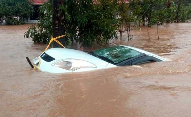केरल में बाढ़ : तस्वीरों में देखें तबाही का मंजर, पीने के लिये पानी तक नहीं मिल रहा है लोगों को