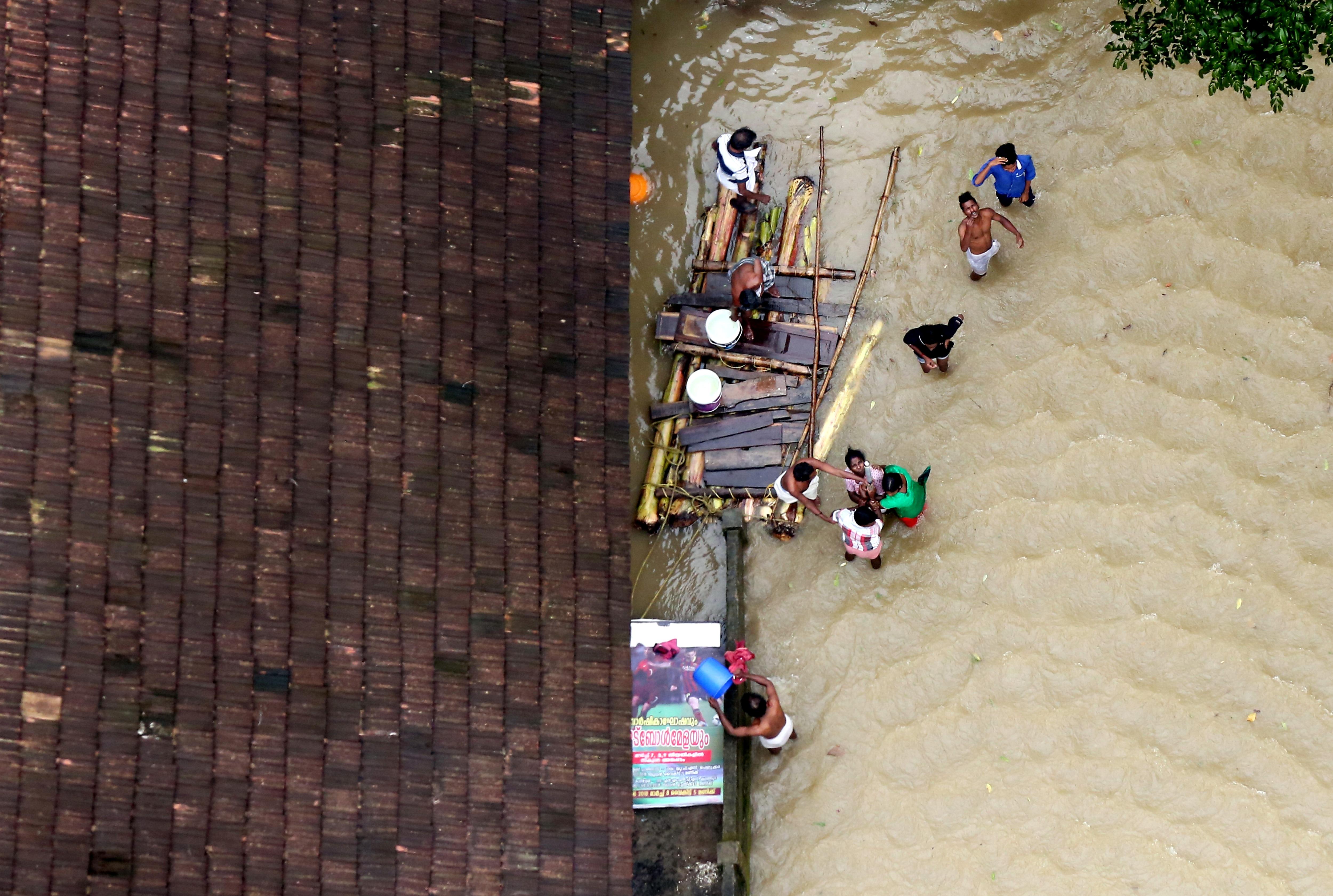 केरल में बाढ़ से 20,000 करोड़ के नुकसान का अनुमान, राज्य सरकार लोगों को दे सकती है बिना ब्याज का लोन