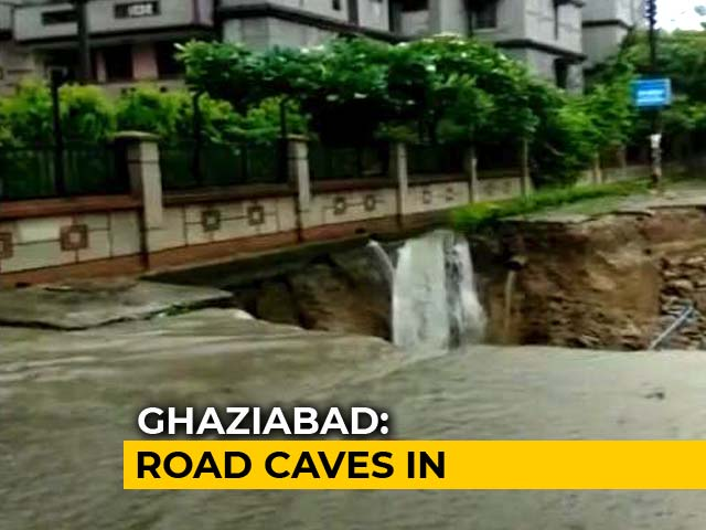 Video : Traffic Jams As Rain Pounds Delhi, Suburbs, Road Caves In