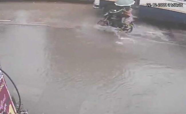 Mumbai Rain On Cctv Thane Woman On Bike Dies After Hitting Pothole