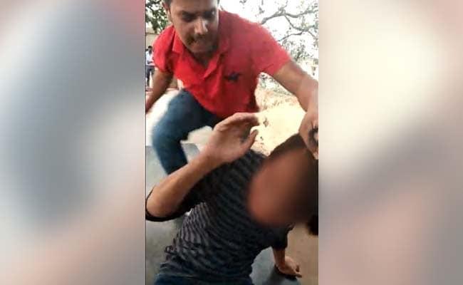 उत्तर प्रदेश : हिंदू महिला से रिश्ता रखने पर मुस्लिम युवक की पिटाई, Video भी बनाया